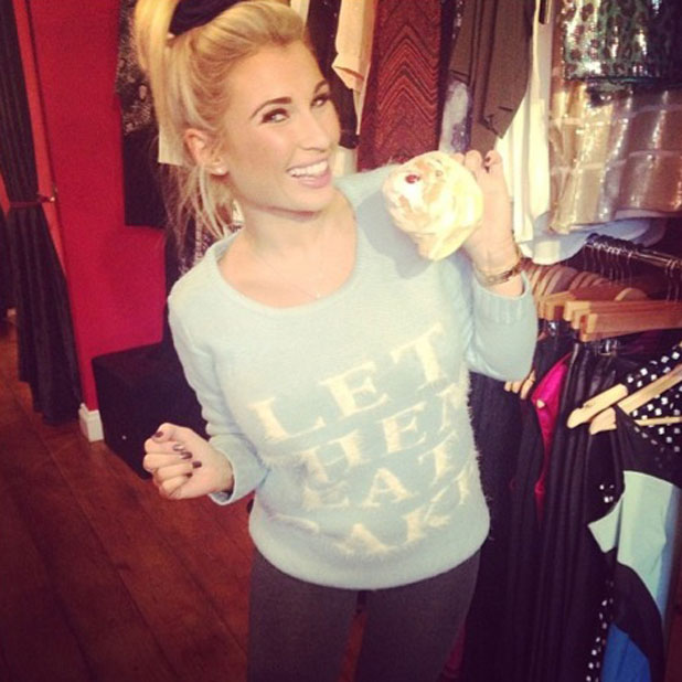Billie Faiers tweets selfie of herself eating a cake at Minnies Boutique, January 2014
