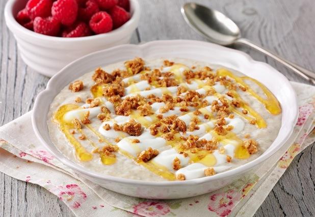 Porridge with yoghurt and oats