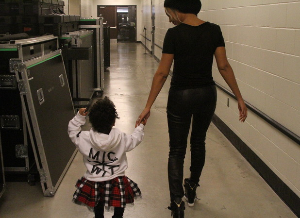 Beyoncé and Blue Ivy on Magna Carter tour with Jay Z - January 2014