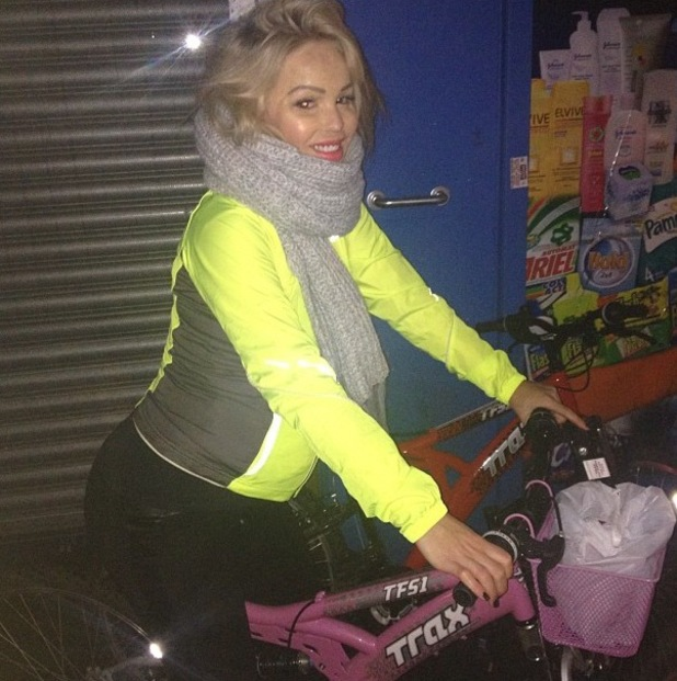 Pregnant Katie Piper cycles to the shop to satisfy her cravings - 26 Jan 2014