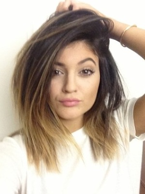Kylie Jenner shows off new blonde dip-dye hair - 1.2.2014