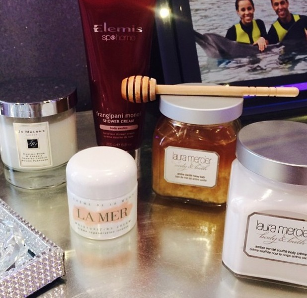 Rochelle Humes snaps a pic of her 'heaven' pampering night in beauty regime, 3 February 2014