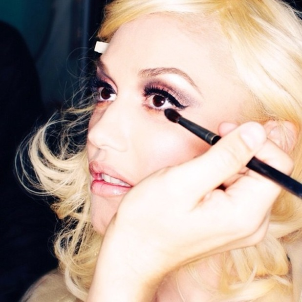 Gwen Stefani gets her make-up done on a photoshoot - 30 January 2014