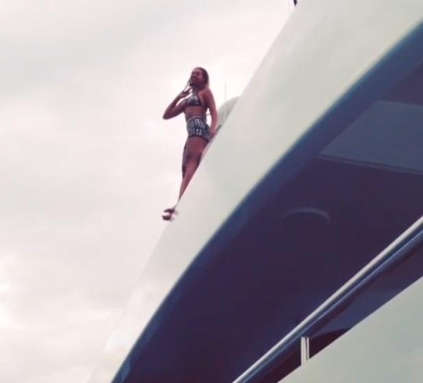 Beyoncé jumping off a yacht - February 2014