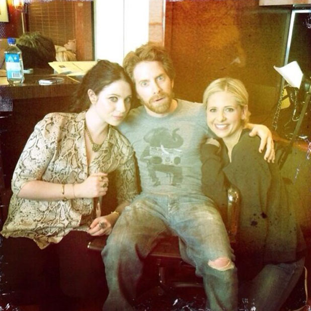 Sarah Michelle Gellar reunites with former Buffy co-stars Michelle Trachtenberg and Seth Green on The Crazy Ones set, 13 February 2014