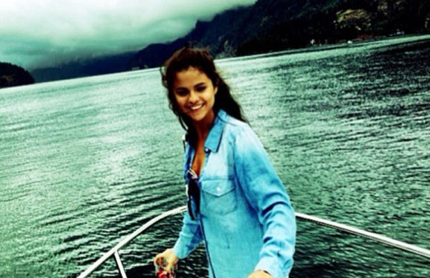 Selena Gomez thanks fans for their support following her rehab stint, February 10 2014