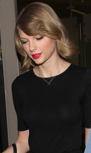 Taylor Swift arrives at Los Angeles International Airport, 12 February 2014