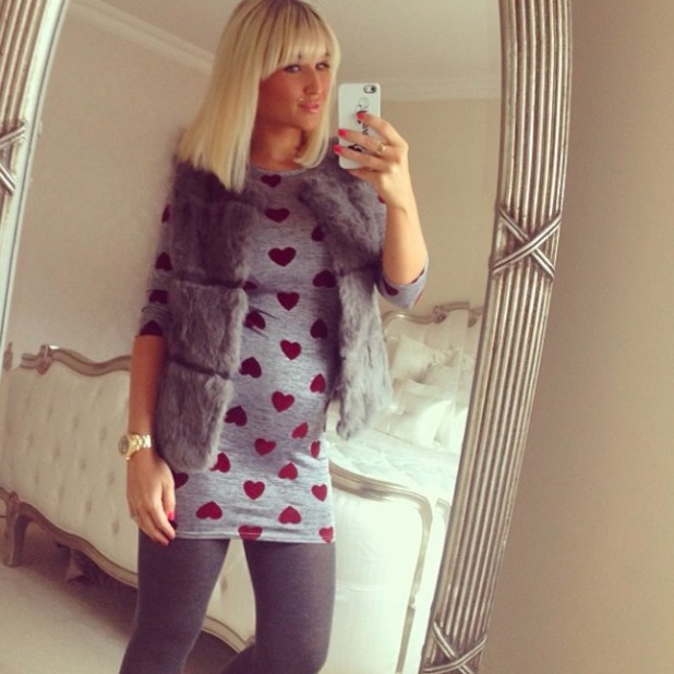 Billie Faiers posts picture of growing baby bump on Instagram and Twitter, 23 February 2014