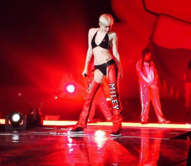 Miley Cyrus on stage in LA, tweeted by Christina Aguilera 23 February 2014
