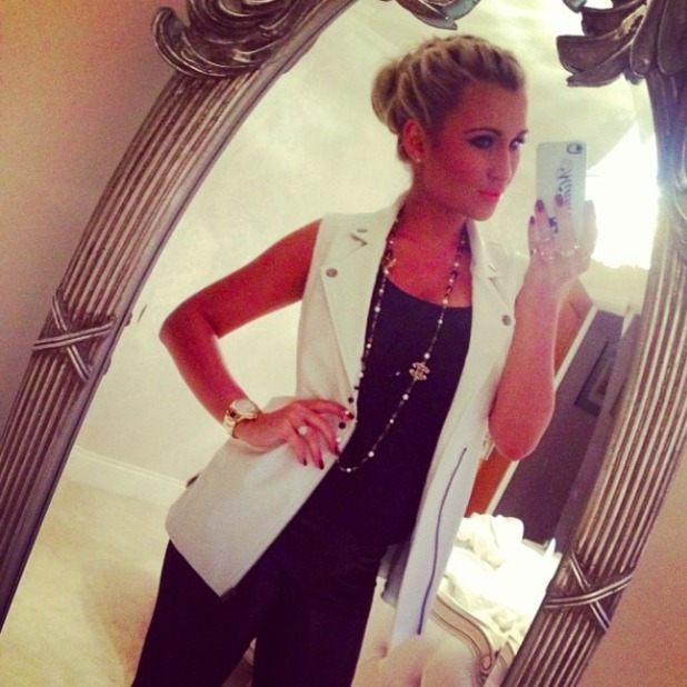 Billie Faiers covers bump for Beyonce gig, 28 February 2014