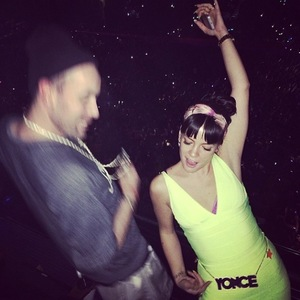 Lily Allen takes the tube to Beyoncé concert and wears Yonce belt - 4 March 2014
