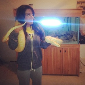 Tulisa poses with yellow snake (12 March 2014).