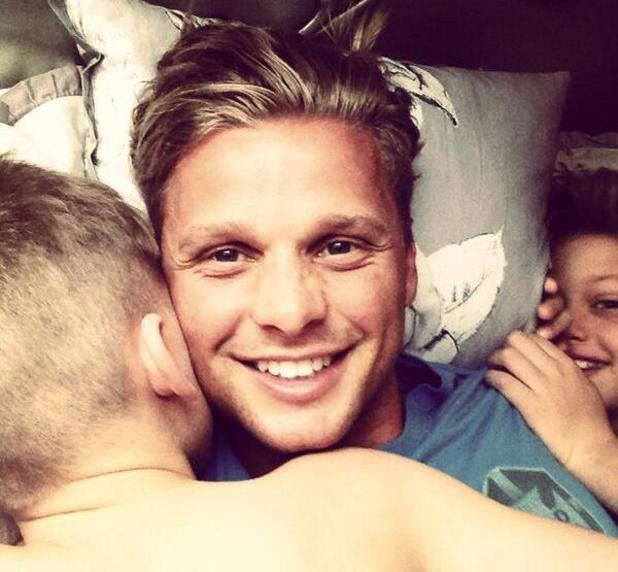 Jeff Brazier cuddles up to his sons Bobby and Freddie in bed (November 2013)
