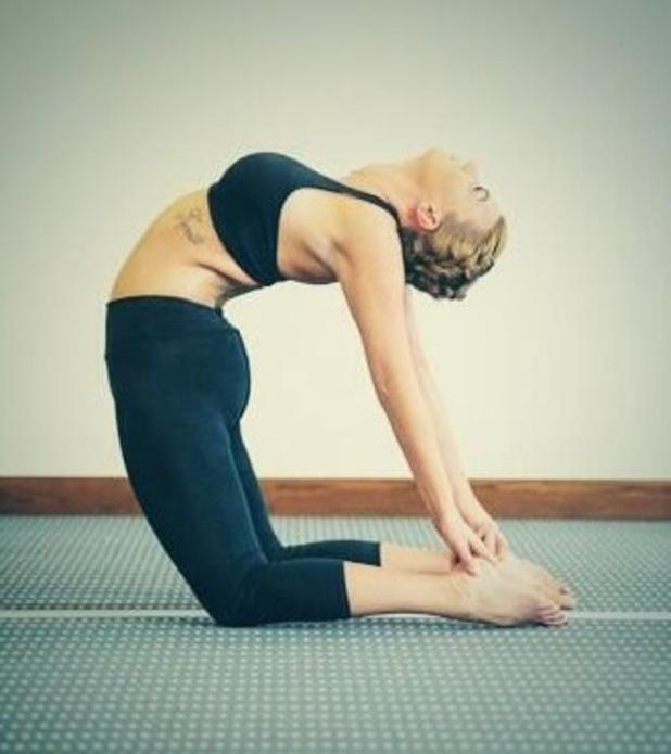 Ex TOWIE star Billi Mucklow shows off yoga move - 12 March 2014