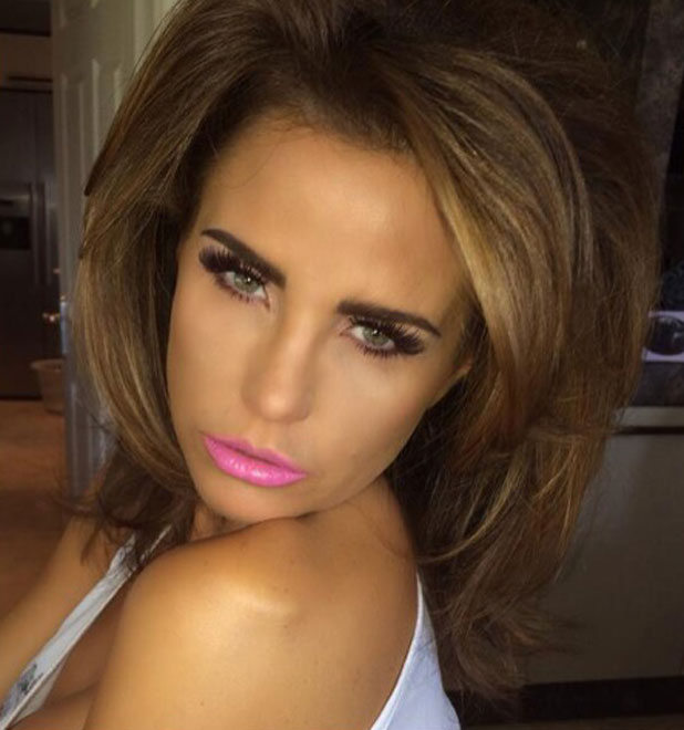 Katie Price poses with her brief 'real' hair while on a photoshoot, 13 ...