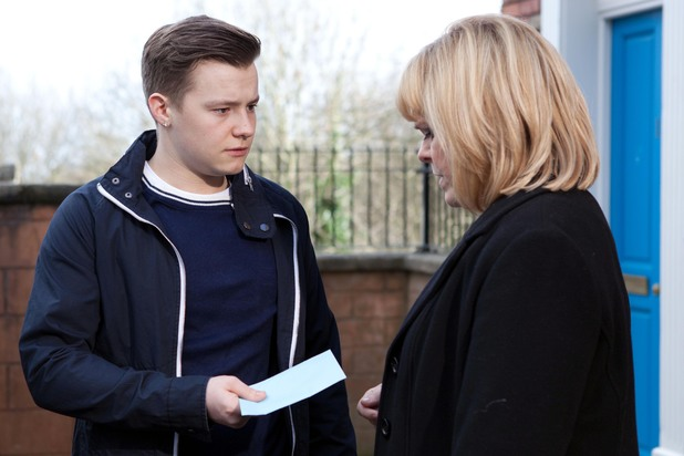 Hollyoaks, Robbie changes his statement, Fri 21 Mar