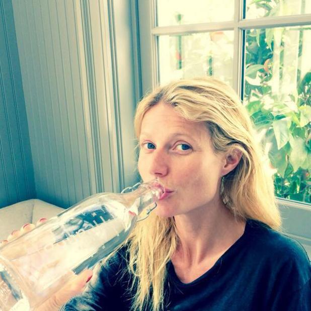 Gwyneth Paltrow no make-up selfie, while drinking water for Drop4Drop World Water Day 2014, 22 March 2014