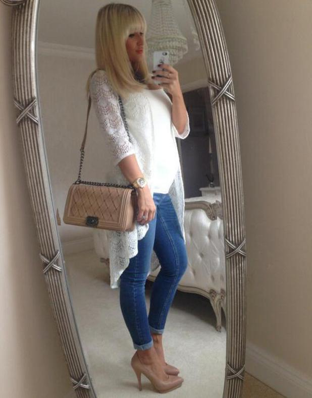 Pregnant Billie Faiers shows off baby bump in kimono top - 28 March 2014