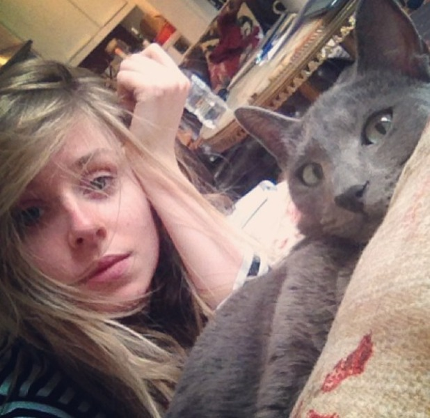 Diana Vickers and cat, no make-up selfie, 31 March 2014