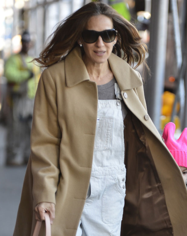 sarah jessica parker lashes out over offensive tweet