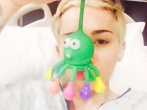 "Miley Cyrus admitted to hospital in US after ""severe allergic reaction"""
