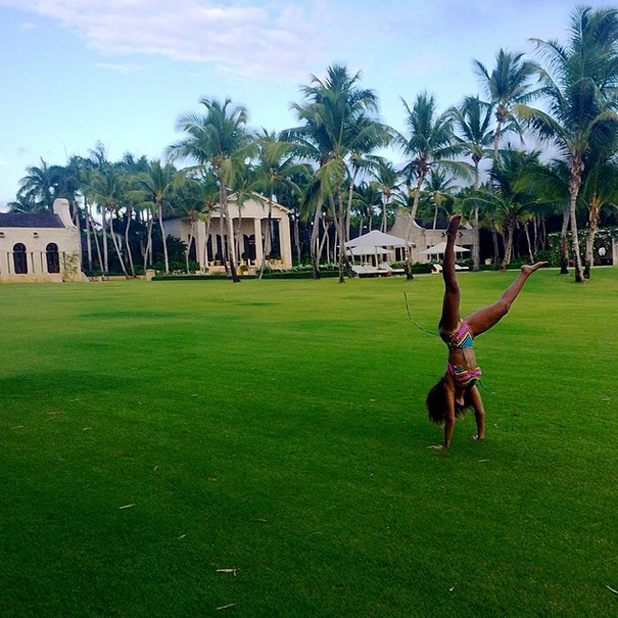 Beyonce doing cartwheels on holiday, 14 April 2014