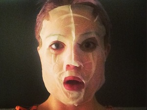 Kelly Osbourne does 'Hannibal Lector' impression in face mask!