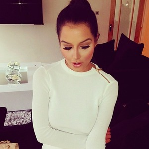 Helen Flanagan shows off Kardashian-style contouring, 20 April 2014