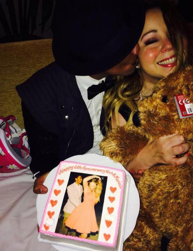 Mariah Carey celebrates her sixth wedding anniversary with husband Nick Cannon (30 April).