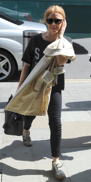 Kylie Minogue catches the Eurostar