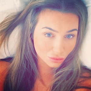Lauren Goodger shares a no make-up selfie while in bed - 12 May 2014
