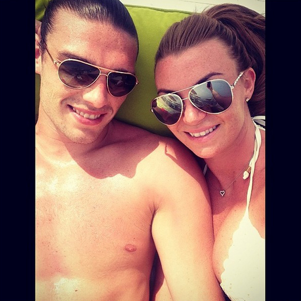 Billi Mucklow and boyfriend Andy Carroll sunbathe in Dubai, 14 May 2014