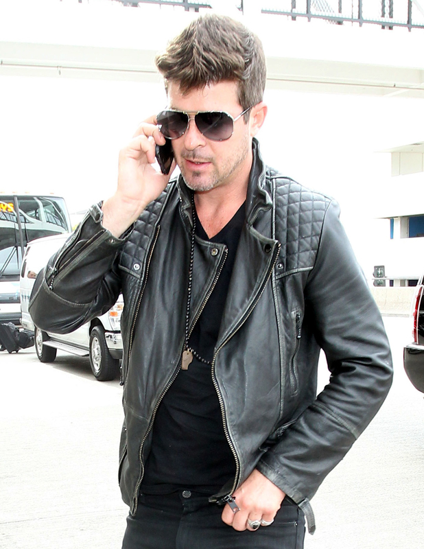 Robin Thicke arrives at Los Angeles International (LAX) airport, April 2014