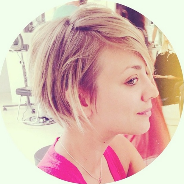 Kaley Cuoco has her hair cut by Christine Symonds at the Byron Williams Salon in LA, 31 May 2014