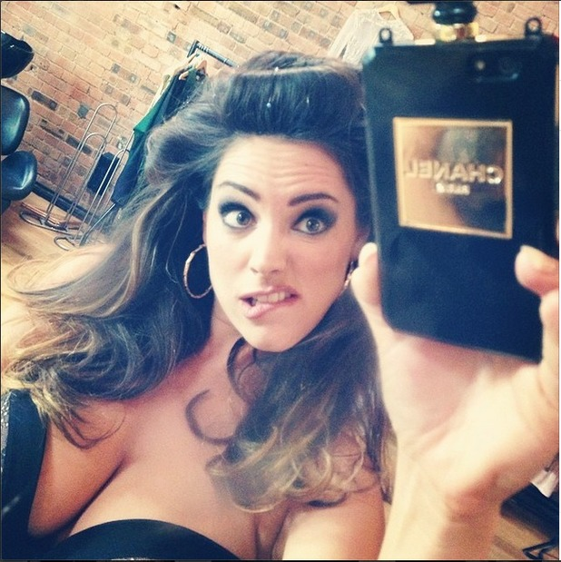 "Kelly Brook's ""Chanel selfie"" 27.05.14"