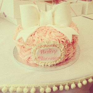 Pregnant TOWIE star Billie Faiers shares picture of her cake at her third baby shower, 27 May 2014