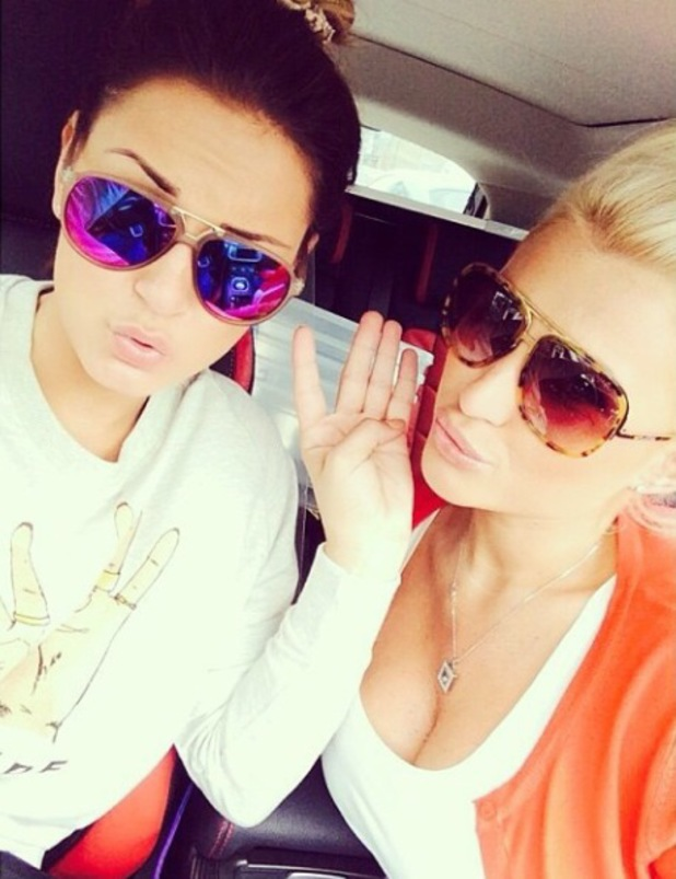Pregnant Billie Faiers joins sister Sam for a selfie in the car - 17 June 2014