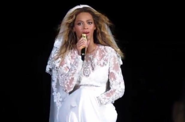 Beyoncé performs 'Resentment', On the Run tour, Ohio, America, 28 June