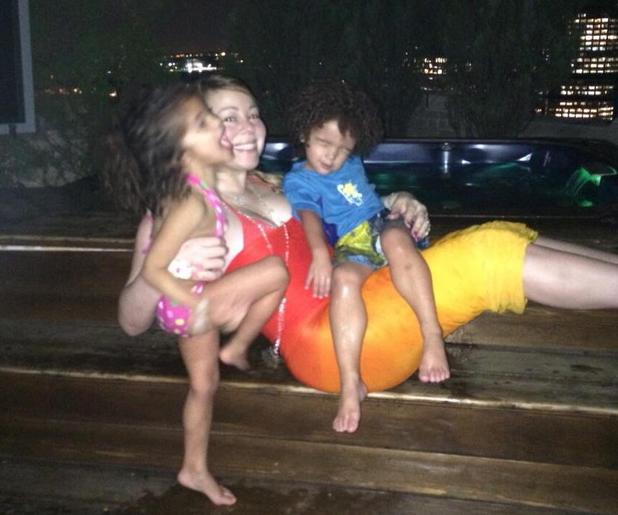 Mariah Carey gets in the hot tub with her children Monroe and Moroccan (1 July).