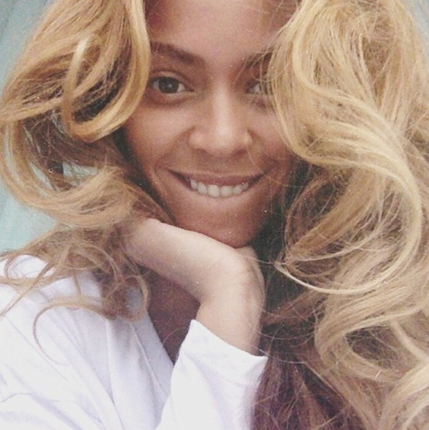 Beyoncé posts a make-up free selfie on Instagram while in Boston - 1 July 2014
