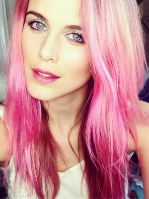Ashley James shows off her new pink hair in an Instagram picture - 3 July 2014