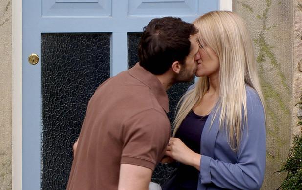 Emmerdale, Andy kisses Katie, Tue 15 Jul