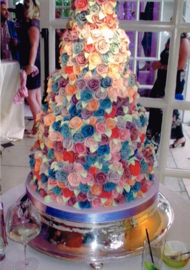 Fearne Cotton shares picture of 'magical wedding cake', 11 July 2014