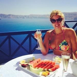 Cheska Hull and boyfriend on romantic holiday in Santorini, Greece, 15 July