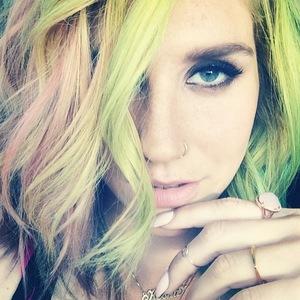 Kesha green and pink hair, Instagram, 14 April