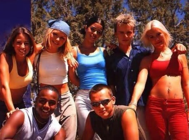 Hannah Spearritt hints S Club reunion with throwback picture, Twitter, 18 July