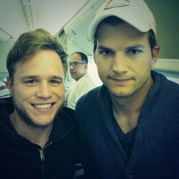 Olly Murs meets Ashton Kutcher on a plane, 16 July 2014
