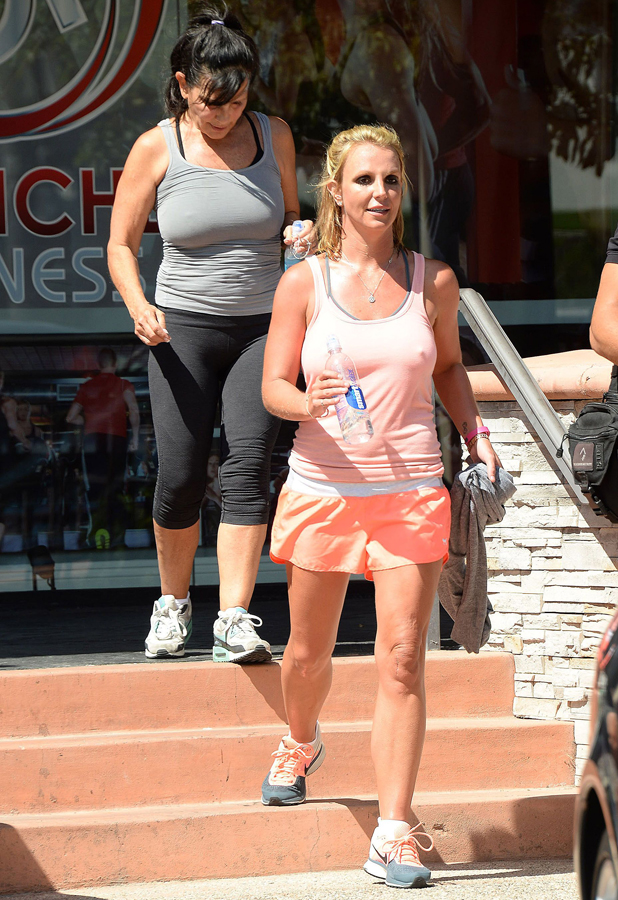 Britney Spears leaves a gym with her mum in LA, 17 May 2014
