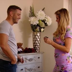 TOWIE: Elliott Wright surprises Chloe Sims with earrings. Aired 20 July.