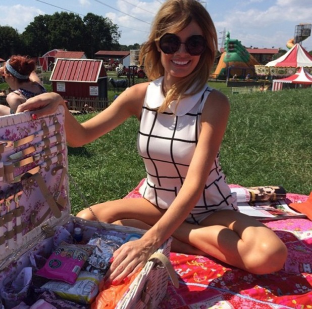 Chloe Sims surprises Elliot Wright with a picnic, Instagram, 24 July